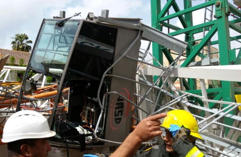 Crane collapses in Ramat Gan (photo credit: MDA)