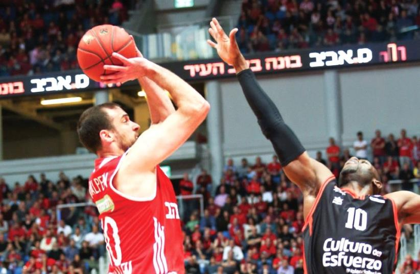 Hapoel Jerusalem captain Yotam Halperin (left) aims to build on his impressive performance in Game 2 of the Eurocup semifinals when the team visits Romain Sato (right) and Valencia and in the decisive contest of the series tonight in Spain. (photo credit: DANNY MARON)