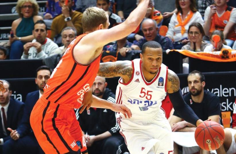 Hapoel Jerusalem guard Curtis Jerrells (right) was the lone bright spot for his team in last night's defeat to Luke Sikma and Valencia in Game 3 of the Eurocup semifinals in Spain. (photo credit: UDI ZITIAT)