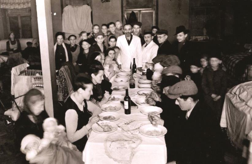 Seder dans le ghetto de Varsovie (photo credit: YAD VASHEM)