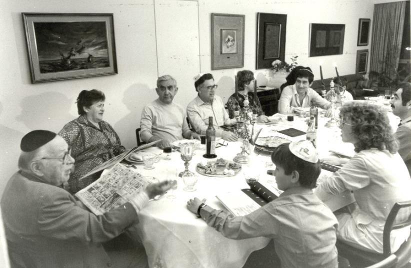 A Passover Seder (photo credit: JERUSALEM POST ARCHIVE)