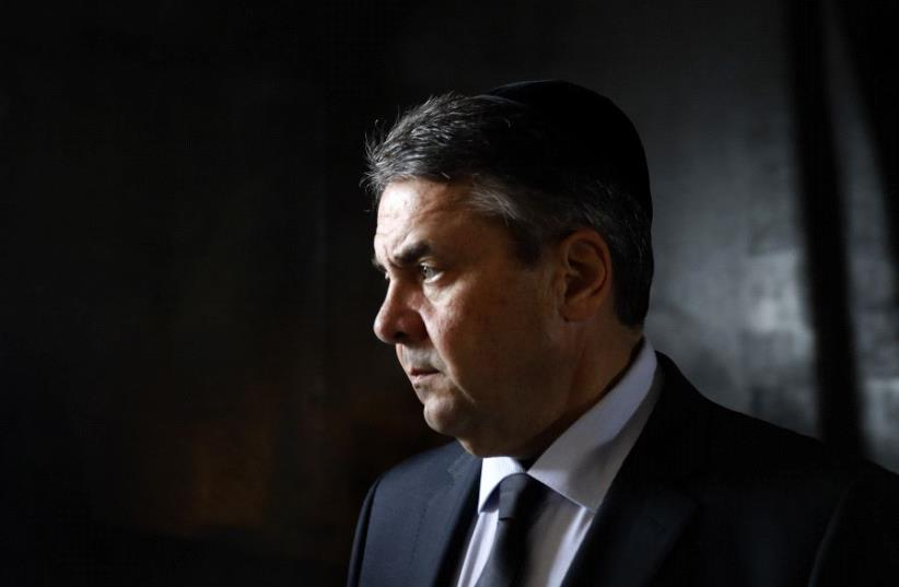 German Foreign Minister Sigmar Gabriel visits the Hall of Remembrance at Yad Vashem on April 24, 2017 (photo credit: AFP PHOTO / GALI TIBBON)