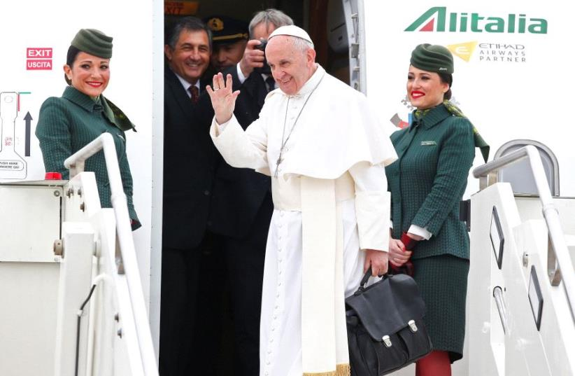 Pope Francis waves as he leaves for his pastoral trip to Egypt at the Leonardo da Vinci-Fiumicino Airport in Rome, Italy, April 28, 2017 (photo credit: REUTERS)