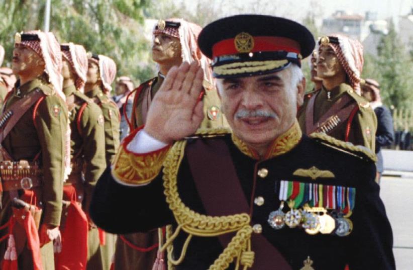 Jordan's King Hussein reviews Beduin guards of honor in 1992 (photo credit: REUTERS)