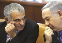 Moshe Kahlon (left) and Benjamin Netanyahu (right).