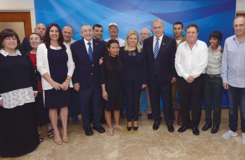 THE TORCH LIGHTERS The Independence Day torch lighters meet with Netanyahu and his wife Sara in Jerusalem (photo credit: HAIM ZACH/GPO)