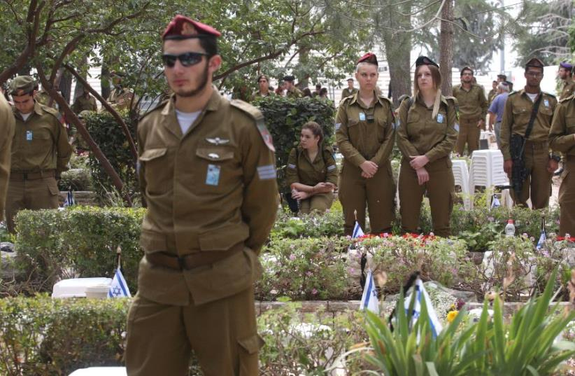 IDF soldiers at the national military cemetery on Mount Herzl in Jerusalem on Memorial Day, May 1, 2017 (photo credit: MARC ISRAEL SELLEM)