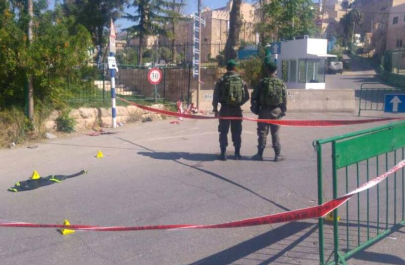 Scene of attempted stabbing attack near the Tomb of Patriarchs (photo credit: POLICE SPOKESPERSON'S UNIT)