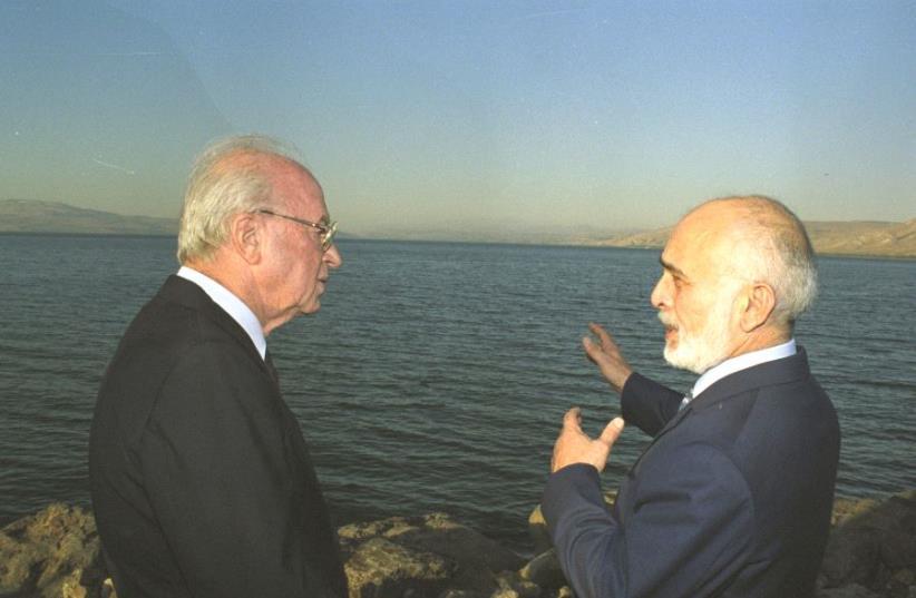 Yitzhak Rabin et le roi Hussein de Jordanie au bord de lac de Tibériade (photo credit: GPO)