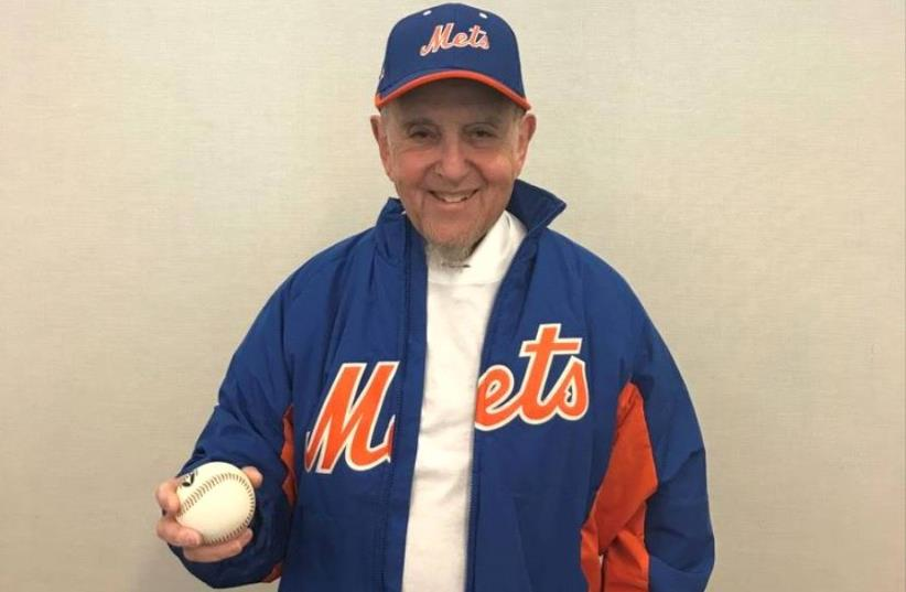 Rabbi Haskel Lookstein threw out the ceremonial first pitch at Citi Field to start the Mets v. Marlins baseball game in New York on May 7, 2017 (photo credit: CONGREGATION KEHILATH JESHURUN)