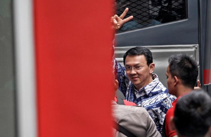 Jakarta's first non-Muslim governor Basuki Tjahaja Purnama raises his hand as he arrives at the Cipinang prison in Jakarta, Indonesia May 9 (photo credit: ANTARA FOTO/UBAIDILLAH VIA REUTERS)