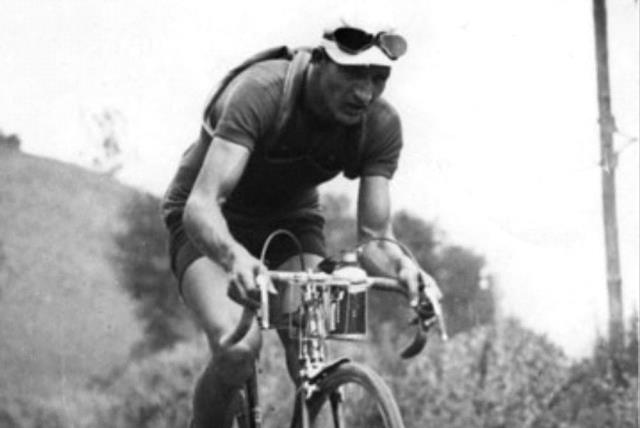 Italian cyclist Gino Bartali in the 1938 Tour de France (photo credit: FULGUR PHOTO-PRESS/SPAARNESTAD PHOTO/WIKIMEDIA COMMONS)