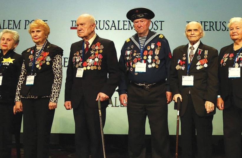A group of Jewish World War II veterans is awarded a certificate of appreciation by 'The Jerusalem Post' and the American Forum of Russian Jewry on May 7, during the sixth annual Jerusalem Post conference in New York (photo credit: SIVAN FARAG)