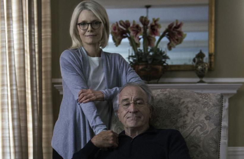Robert Deniro and Michelle Pfeiffer in 'The Wizard of Lies.' (photo credit: CRAIG BLANKENHORN/HBO)