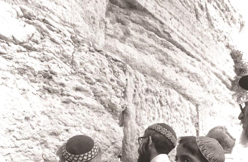Emerveillement et ferveur au Mur occidental (photo credit: GPO)