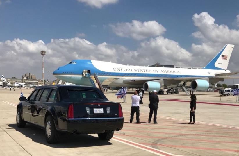 Airfore One preparing to take off from Ben Gurion Airport (photo credit: AVSHALOM SASSONI/MAARIV)