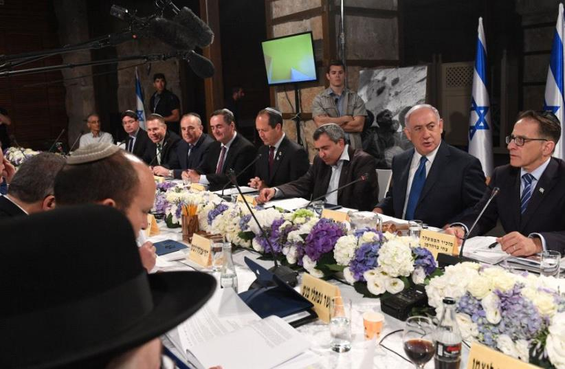 Netnyahu, cabinet ministers hold meeting at Western Wall  (photo credit: KOBI GIDEON/GPO)