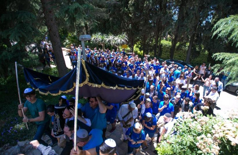 The Israel Goldstein Youth Village (Havat Ha'Noar Ha'Tzioni) celebrating the inauguration of a Torah scroll written thanks to over 300,000 good deeds of Jews from Israel and abroad (photo credit: YECHEZKEL ITKIN)