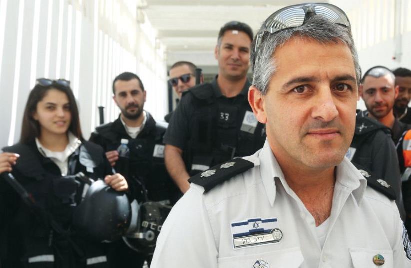 Nafha Prison's deputy warden Yariv Cohen (photo credit: ARIEL BSOR)