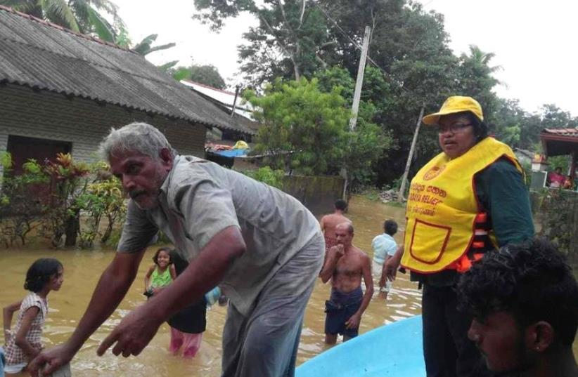 Eemergency aid efforts in flood-stricken Sri Lanka (photo credit: SARVODAYA/JDC)