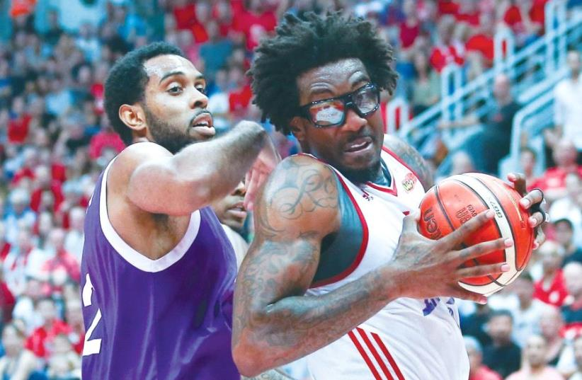 Hapoel Jerusalem center Amar'e Stoudemire (right) had seven points and five rebounds in his first game for the team in almost four weeks in Friday's 84-75 win over Ironi Nahariya (photo credit: DANNY MARON)