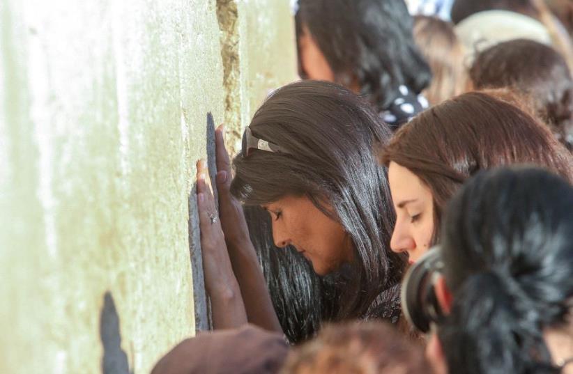 US Ambassador to the UN Nikki Haley visits the Western Wall in Jerusalem.  (photo credit: MARC ISRAEL SELLEM)