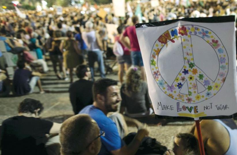 Left-wing protesters at Rabin Square in Tel Aviv, 2015 (photo credit: BAZ RATNER/REUTERS)