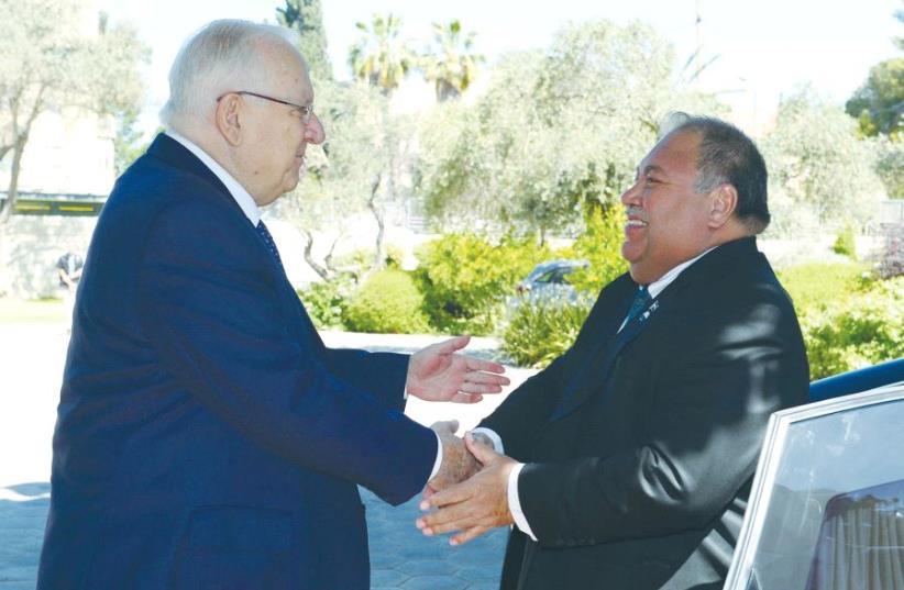 NAURU'S PRESIDENT Baron Waqa assures President Reuven Rivlin (photo credit: MARC NEYMAN/GPO)
