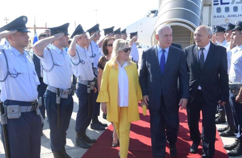 Prime Minister Benjamin Netanyahu and his wife Sara arrive in Thessaloniki, Greece (photo credit: AMOS BEN-GERSHOM/GPO)