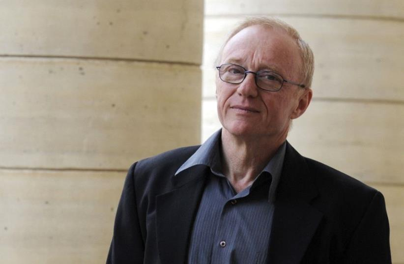 """Israeli author David Grossman poses for photographers after he received the Medicis Foreign book award for his novel """"Une femme fuyant l'annonce"""" (photo credit: REUTERS)"""