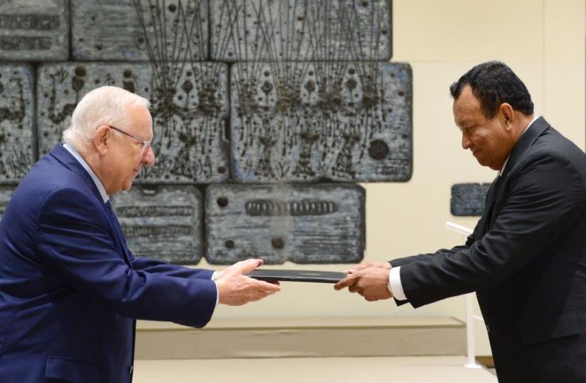 President Reuven Rivlin accepts the credentials of Honduras' new ambassador to Israel, June 15 2017. (photo credit: MARK NEYMAN/GPO)