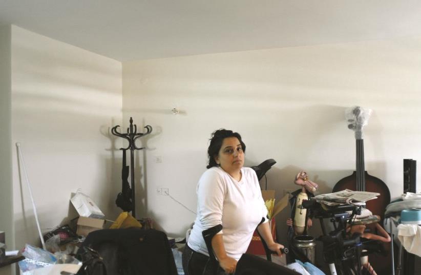 Avital, aujourd'hui handicapée, vit avec moins de 2 400 shekels par mois (photo credit: URIEL MESSA)