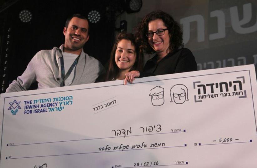 YAKIR DANIEL, Ella Bokzoba  and Ayelet Barak Medina, head of the Returning Shlichim program, pose with a check provided by the Jewish Agency for its co-sponsored Tzipor Midbar program. (photo credit: JEWISH AGENCY)