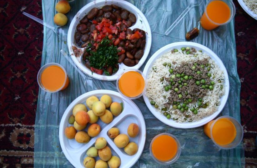 Iftar meal  (photo credit: REUTERS)