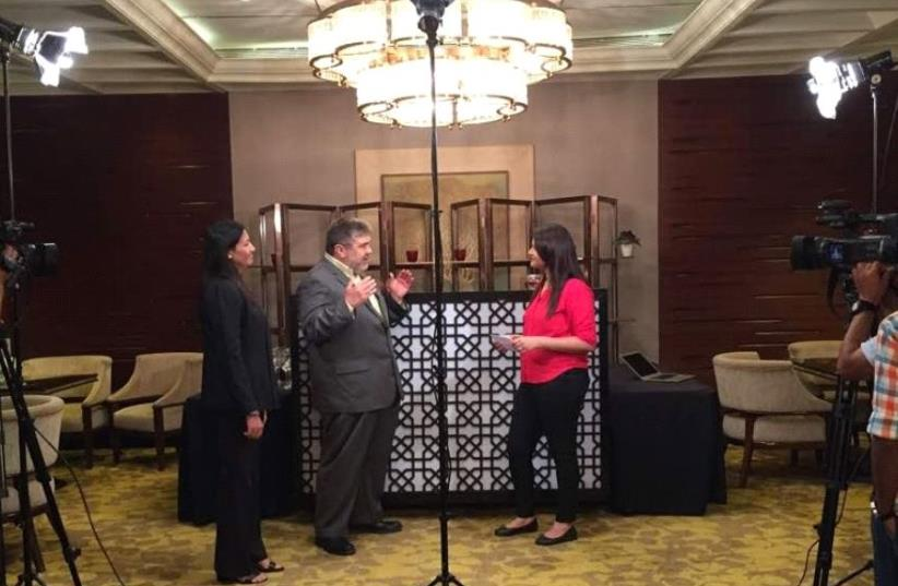 Jon Medved from OurCrowd and Shanti Mohan from LetsVenture yesterday on CNBC India talking about the LetsVenture. (photo credit: LETSVENTURE)