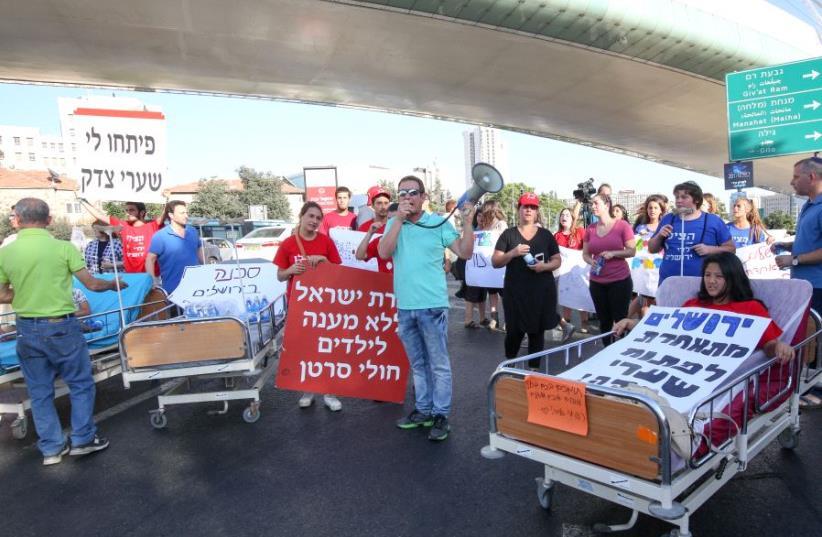 Hadassah Hospital demonstation (photo credit: MARC ISRAEL SELLEM/THE JERUSALEM POST)