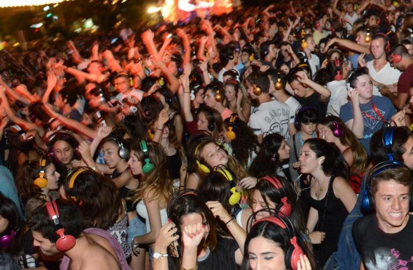Tel Aviv White Night, 2015 (photo credit: MOSHIK LINDENBAUM/ TEL AVIV-YAFO MUNICIPALITY)