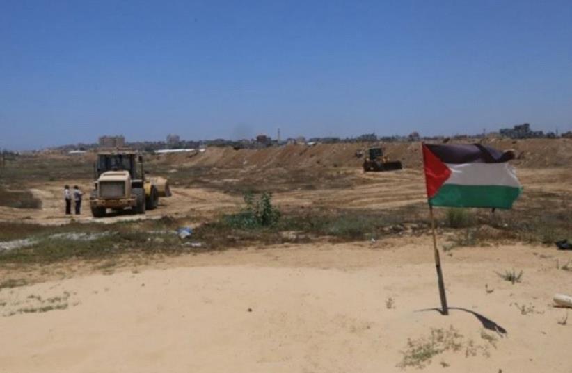 Hamas building buffer zone in Rafah  (photo credit: YASSER OKBI/MAARIV HASHAVUA)