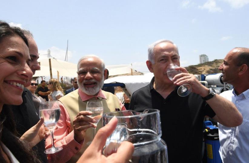 Israeli Prime Minister Benjamin Netanyahu and Indian Prime Minister Narendra Modi tour Dor Beach on the third day of Modi's visit to Israel (photo credit: KOBI GIDEON/GPO)