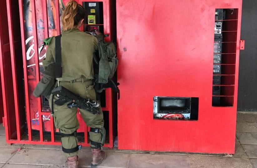 IDF Caracal soldier (photo credit: SETH J. FRANTZMAN)