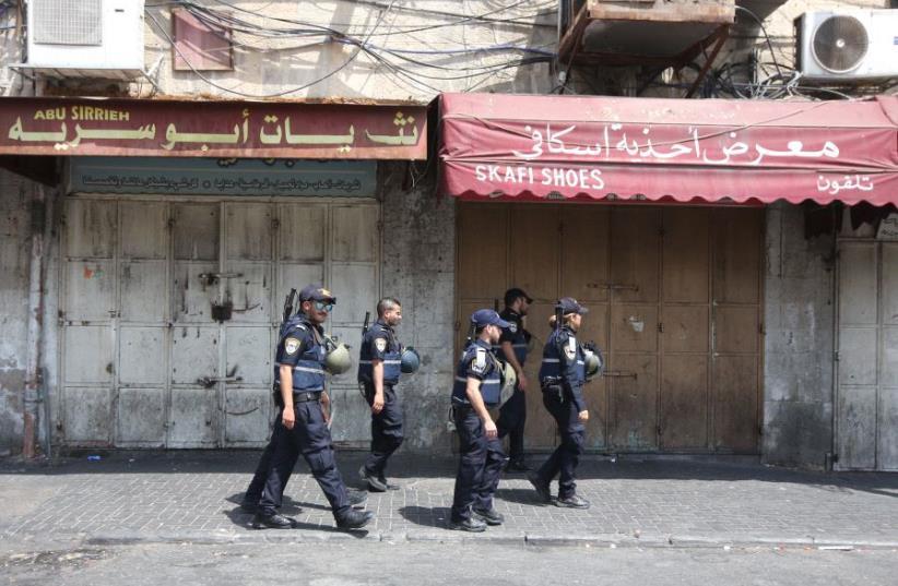 Police patrol Sultan Sulivan Road, Jerusalem, as security forces brace for disorder, July 21, 2017. (photo credit: MARC ISRAEL SELLEM)