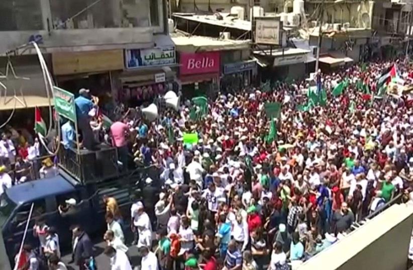 Temple Mount protest Jordan July 21 17   (photo credit: REUTERS)