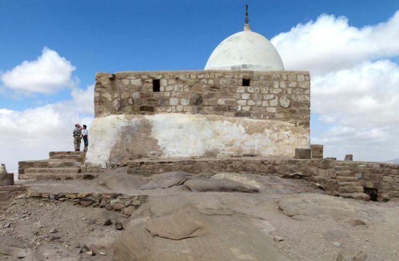 Aaron's Tomb  (photo credit: WIKIMEDIA COMMONS / JONEIKIFI)