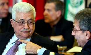 Arab League head Amr Moussa talks to Abbas at an A