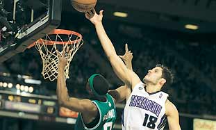 SACRAMENTO KINGS' Omri Casspi blocks the shot of B