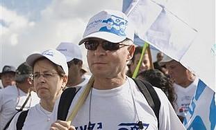 Noam and Aviva Schalit march to Jerusalem, Sunday.