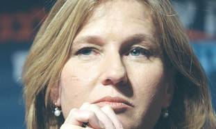 Livni close up 311
