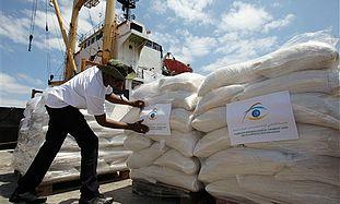 Loading Libyan aid ship.
