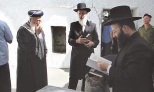 CHIEF RABBIS Shlomo Amar (left) and Yona Metzger (center), and Rabbi of the Western Wall and Holy Si