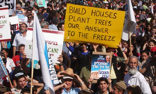 Settlers protest proposed freeze outside PMO